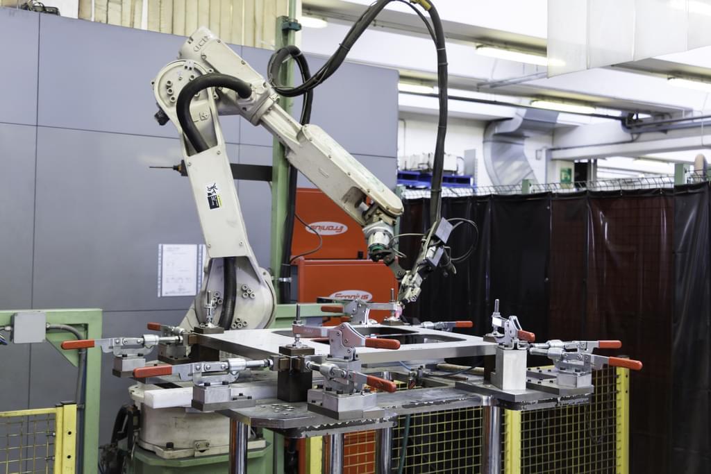 Robot per la piegatura della lamiera
